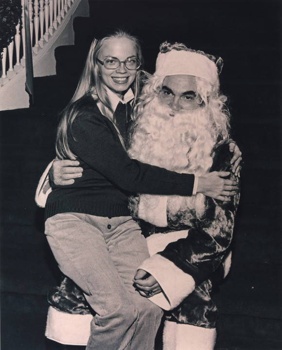 Governor_George_C_Wallace_as_Santa_Claus_with_his_daughter_Peggy